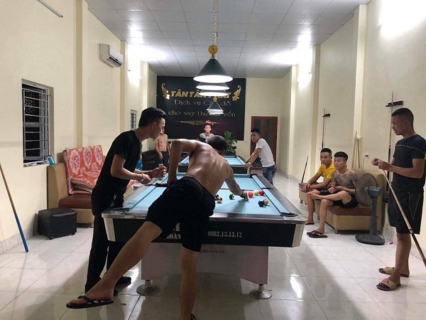 Billiards Hoàn Thúy lắp đặt 2 bàn bi a 9018 Việt Nam tại Hưng Yên