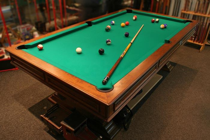 Bida 6 lỗ là loại bàn có kích thước nhỏ hơn bàn bida carom và snooker, cũng là một trong những loại bàn xuất hiện từ sớm nhất